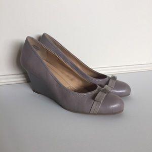 Easy Spirit Gray Mauve Bow Wedge Heels Size 9